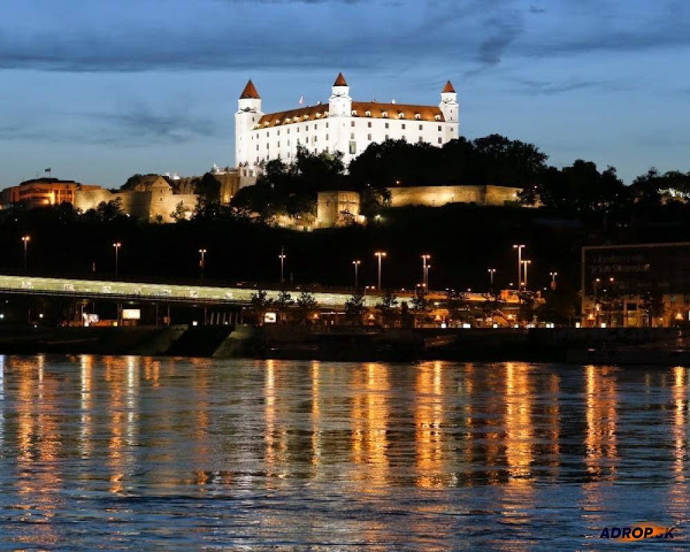 Večerné romantické plavby loďou po Dunaji